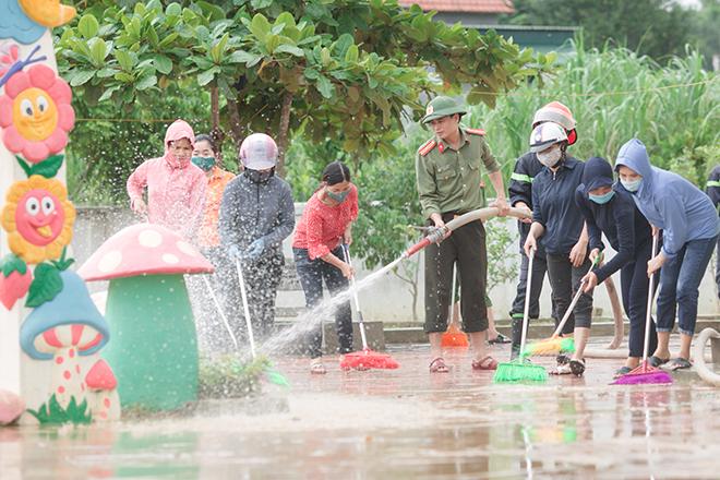 Công an bám địa bàn, giúp trường học, khắc phục hậu quả bão số 5 - Ảnh minh hoạ 3
