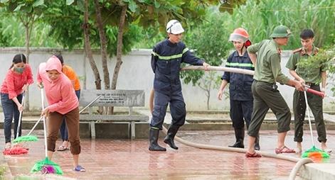 Công an bám địa bàn, giúp trường học, khắc phục hậu quả bão số 5
