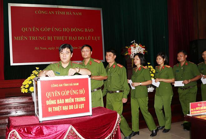 Công an tỉnh Hà Nam phát động CBCS ủng hộ đồng bào miền Trung bị lũ, lụt - Ảnh minh hoạ 2