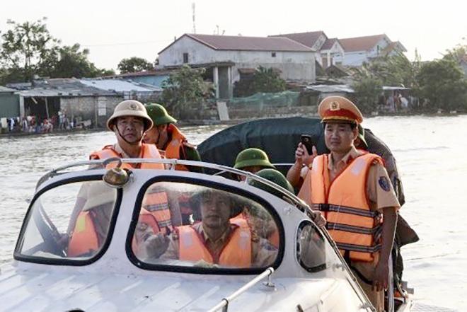 Cục CSGT đôn đốc công tác phòng chống cơn bão số 8