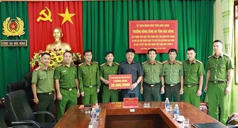 Trao thưởng Công an tỉnh Đắk Nông vì khám phá nhanh vụ lừa đảo