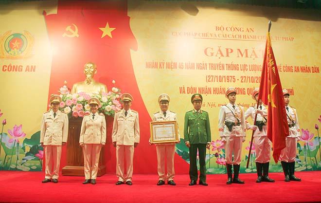 Cục Pháp chế và cải cách hành chính, tư pháp đón nhận Huân chương Quân công hạng Nhì