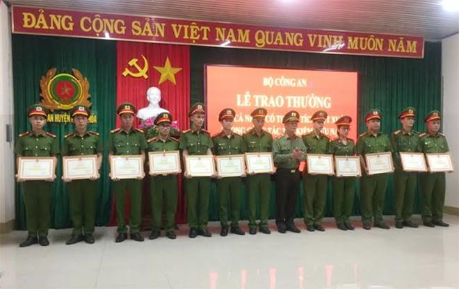 Khen thưởng tập thể, cá nhân tham gia tìm kiếm CNCH tại huyện Hướng Hóa - Ảnh minh hoạ 2
