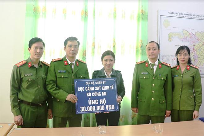 Cục Cảnh sát kinh tế tặng quà các trường học và bà con vùng lũ - Ảnh minh hoạ 2