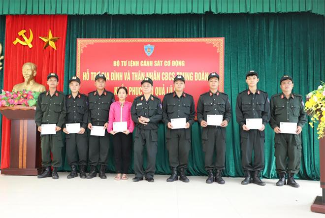 Bộ Tư lệnh CSCĐ ủng hộ gia đình cán bộ, chiến sĩ trong vùng lũ - Ảnh minh hoạ 2