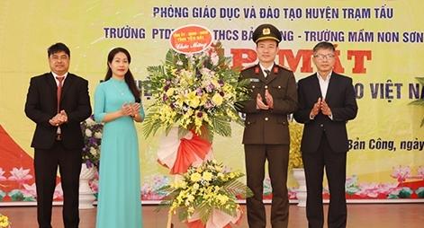 Công an tỉnh Yên Bái chúc mừng ngày Nhà giáo Việt Nam tại huyện Trạm Tấu