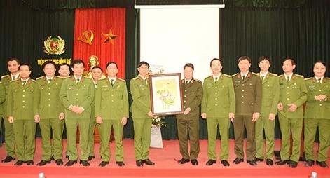 Thứ trưởng Bùi Văn Nam làm việc với Viện Khoa học hình sự