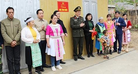 Những ngôi nhà nặng nghĩa tình của lực lượng Công an tặng đồng bào gặp khó khăn