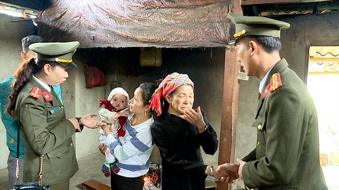 Trao 100 suất quà Tết cho nhân nhân xã Song Khủa, huyện Vân Hồ, tỉnh Sơn La - Ảnh minh hoạ 8