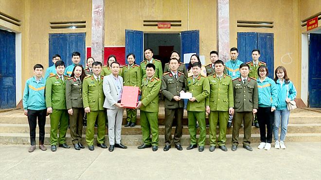 Trao 100 suất quà Tết cho nhân nhân xã Song Khủa, huyện Vân Hồ, tỉnh Sơn La - Ảnh minh hoạ 9