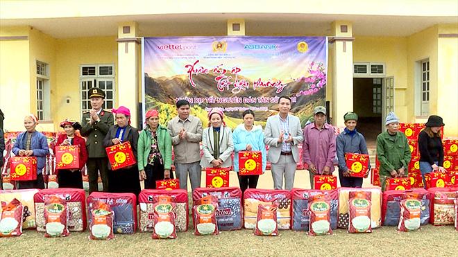 Trao 100 suất quà Tết cho nhân nhân xã Song Khủa, huyện Vân Hồ, tỉnh Sơn La - Ảnh minh hoạ 2