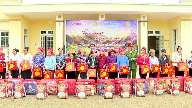 Trao 100 suất quà Tết cho nhân nhân xã Song Khủa, huyện Vân Hồ, tỉnh Sơn La - Ảnh minh hoạ 5