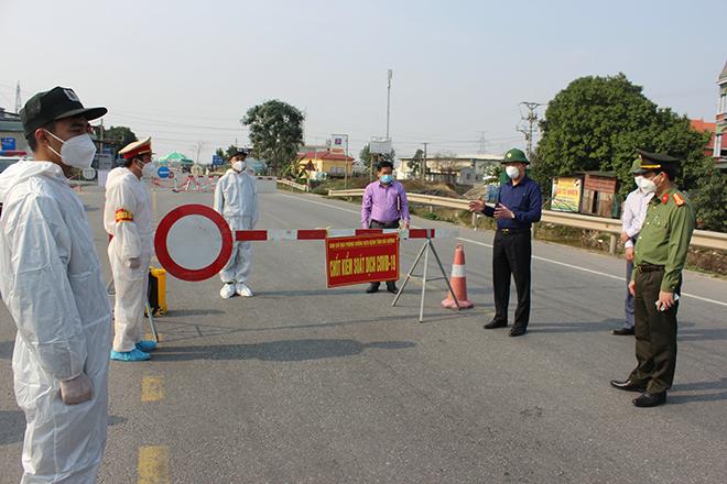 Động viên các chiến sĩ tại chốt chống dịch COVID-19 tỉnh Hải Dương