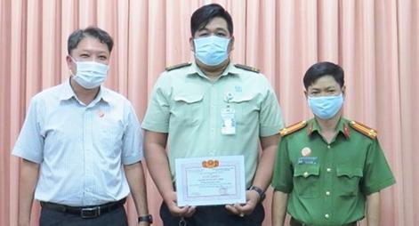 Khen thưởng bảo vệ bệnh viện bắt đối tượng giết, cướp