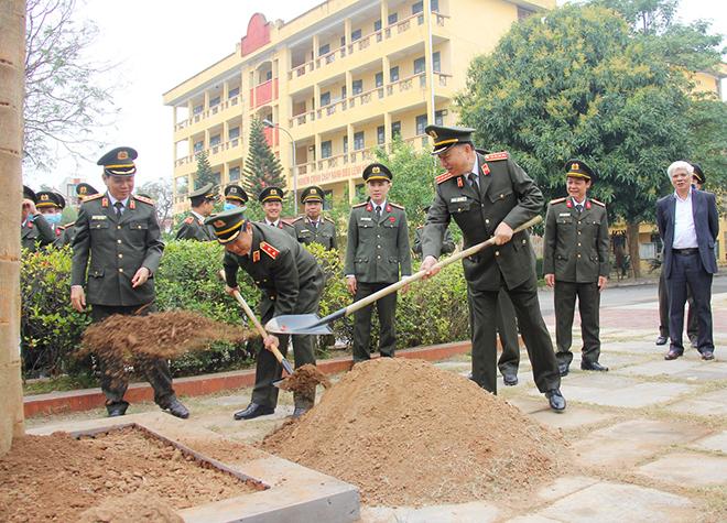 """Bộ trưởng Tô Lâm phát động """"Tết trồng cây đời đời nhớ ơn Bác Hồ"""" - Ảnh minh hoạ 2"""