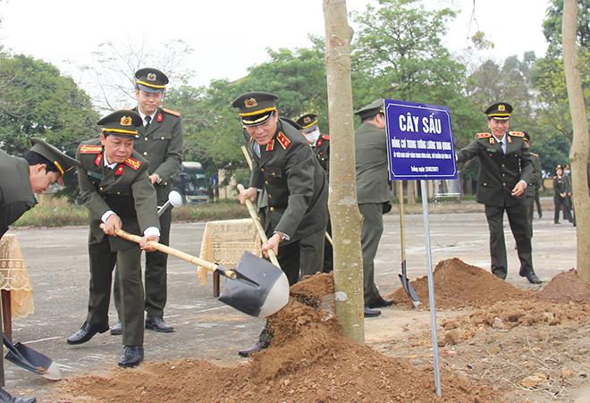"""Bộ trưởng Tô Lâm phát động """"Tết trồng cây đời đời nhớ ơn Bác Hồ"""" - Ảnh minh hoạ 3"""