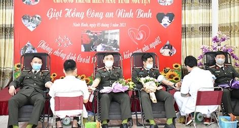Công an tỉnh Ninh Bình tổ chức hiến máu tình nguyện đợt 1 năm 2021
