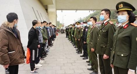 """Ngăn chặn nhập cảnh """"chui"""" - ghi ở địa bàn Hà Nội: Thực trạng đáng lo"""