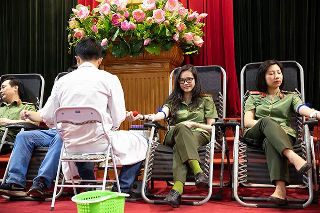 Cục An ninh kinh tế và Cục Hồ sơ nghiệp vụ hiến máu tình nguyện - Ảnh minh hoạ 2