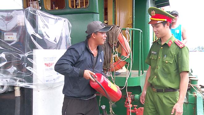 Tăng cường công tác phòng chống cháy, nổ tại Âu thuyền và cảng cá Thọ Quang