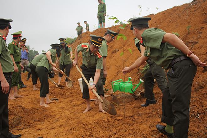 Cục An ninh Chính trị Nội bộ trồng 1000 cây sao đen tại Phú Thọ - Ảnh minh hoạ 4