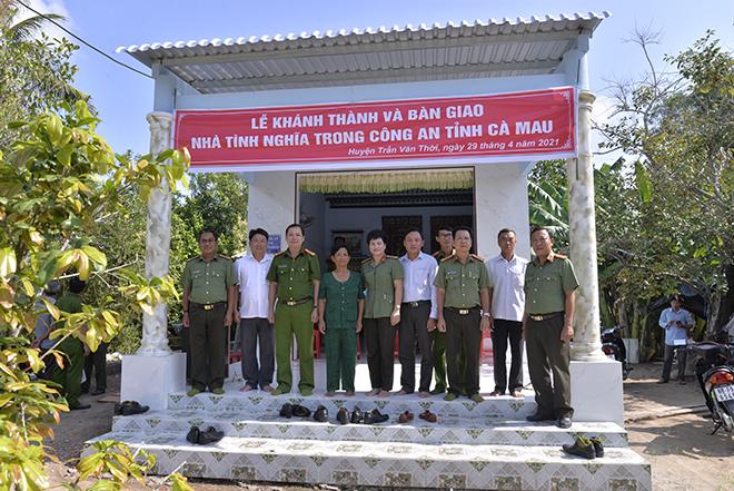 Công an tỉnh Cà Mau bàn giao nhà tình nghĩa cho gia đình chính sách - Ảnh minh hoạ 2