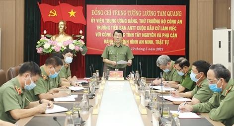 Thứ trưởng Lương Tam Quang làm việc với Công an 13 địa phương