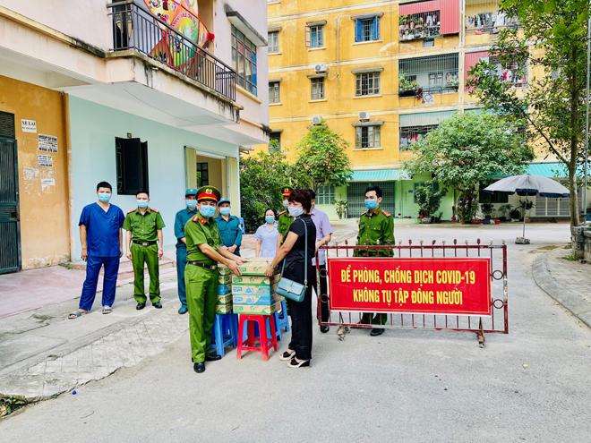 Nhiều nhà hảo tâm ủng hộ những đơn vị tuyến đầu chống dịch tại Thanh Hóa