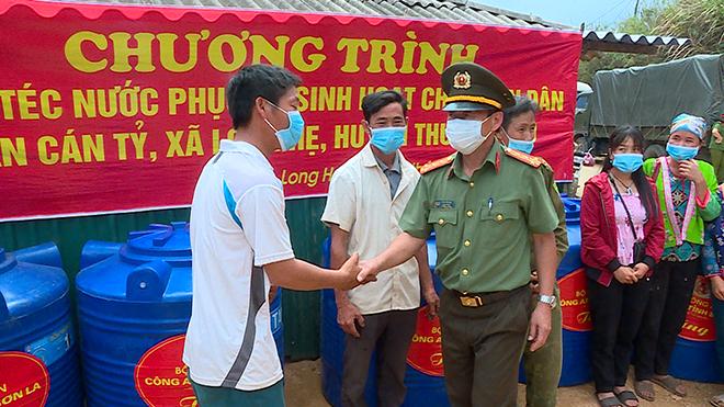 Công an tỉnh Sơn La thăm hỏi, tặng quà nhân dân huyện Thuận Châu - Ảnh minh hoạ 2
