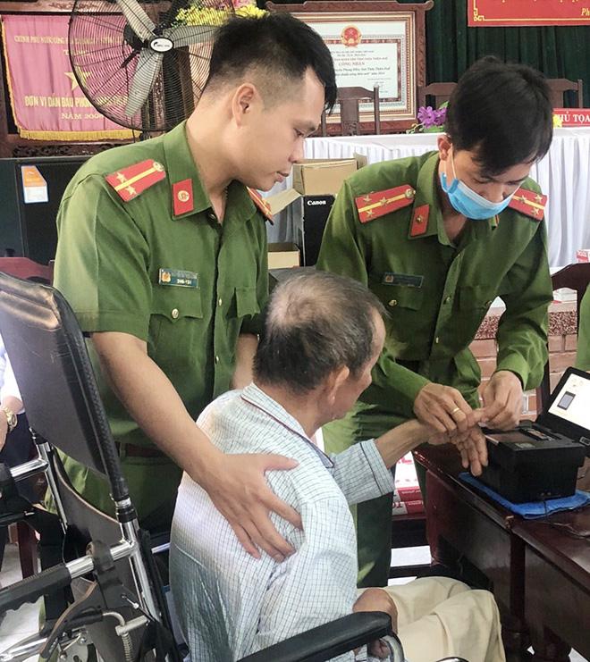 """Công an Thừa Thiên- Huế """"cán đích"""" chỉ tiêu cấp căn cước công dân"""