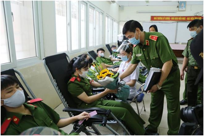 Học viện CSND vận động hơn 2.000 đơn vị máu cứu người - Ảnh minh hoạ 3