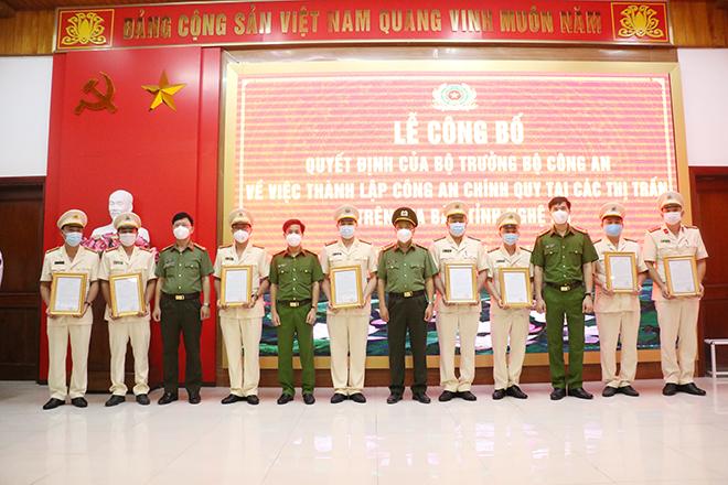 Nghệ An: Công bố quyết định thành lập Công an chính quy tại thị trấn