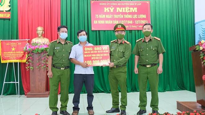 Một người dân ủng hộ 100 triệu đồng phòng, chống COVID-19