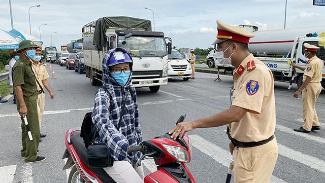 Hành động đẹp của Trung úy CSGT Công an TP Nam Định - Ảnh minh hoạ 2