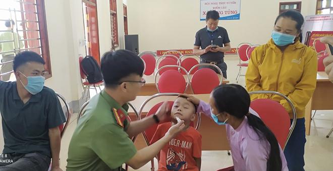 """Cháu bé có bệnh """"mắt ốc nhồi""""ở Hà Giang đã thoát khỏi hiểm nghèo - Ảnh minh hoạ 3"""