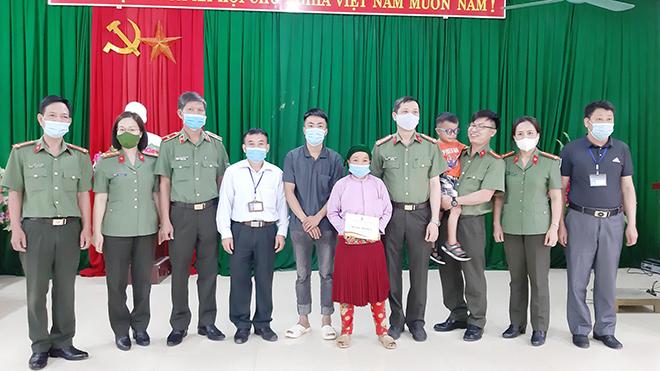 """Cháu bé có bệnh """"mắt ốc nhồi""""ở Hà Giang đã thoát khỏi hiểm nghèo - Ảnh minh hoạ 2"""