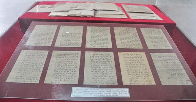 Bức thư sau khi được phục dựng rõ nét từng chữ, hiện đang trưng bày tại Bảo tàng Thành cổ Quảng Trị.
