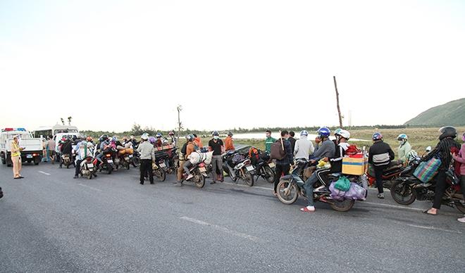 Tiếp tế đồ ăn, nước uống, dẫn đoàn người đi xe máy về từ vùng dịch các tỉnh phía Nam rời Hà Tĩnh an toàn - Ảnh minh hoạ 2