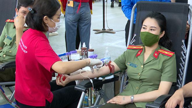 Tuổi trẻ Công an Sơn La tham gia hiến máu tình nguyện - Ảnh minh hoạ 3