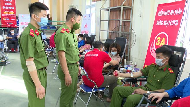 Tuổi trẻ Công an Sơn La tham gia hiến máu tình nguyện - Ảnh minh hoạ 4