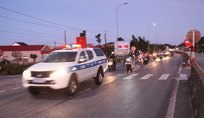 Tiếp tế đồ ăn, nước uống, dẫn đoàn người đi xe máy về từ vùng dịch các tỉnh phía Nam rời Hà Tĩnh an toàn - Ảnh minh hoạ 4