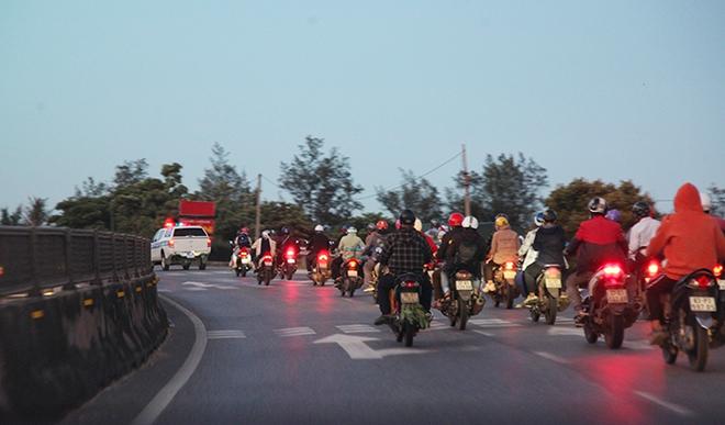 Tiếp tế đồ ăn, nước uống, dẫn đoàn người đi xe máy về từ vùng dịch các tỉnh phía Nam rời Hà Tĩnh an toàn - Ảnh minh hoạ 5