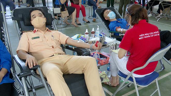 Tuổi trẻ Công an Sơn La tham gia hiến máu tình nguyện - Ảnh minh hoạ 2