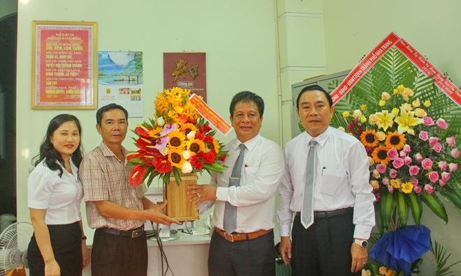 Tỉnh Khánh Hoà và TP Nha Trang chúc mừng VPTT Báo CAND tại Khánh Hoà