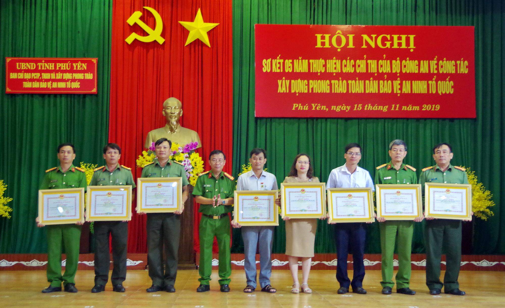Phú Yên sơ kết 5 năm thực hiện phong trào toàn dân bảo vệ ANTQ