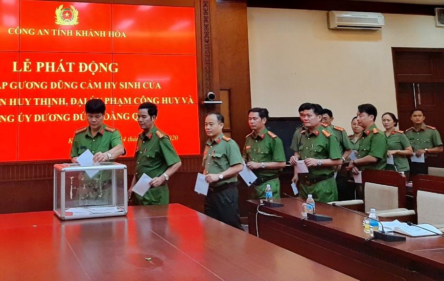 Công an Khánh Hòa quyên góp 30 triệu đồng hỗ trợ gia đình 3 liệt sĩ