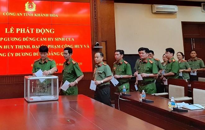 Công an Khánh Hòa quyên góp 30 triệu đồng hỗ trợ gia đình 3 liệt sĩ công an