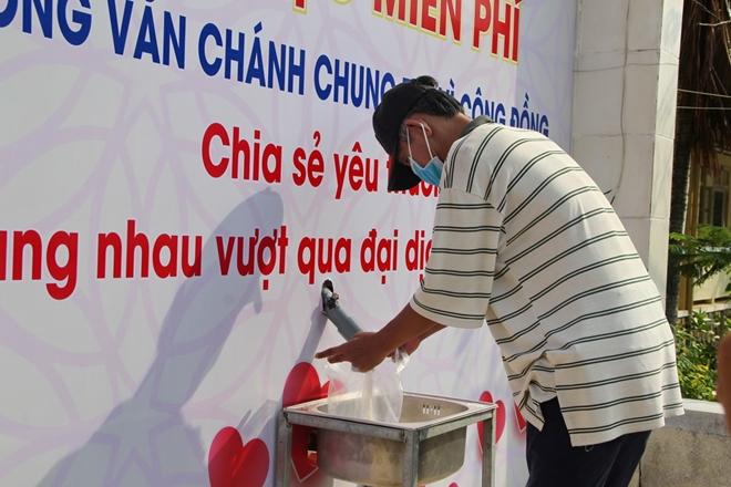 """Thầy trò trường chuyên ở Phú Yên thiết lập """"ATM gạo"""" hỗ trợ người nghèo - Ảnh minh hoạ 4"""