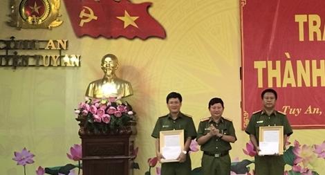 Khen thưởng Công an huyện Tuy An khám phá vụ sát hại bé gái 13 tuổi