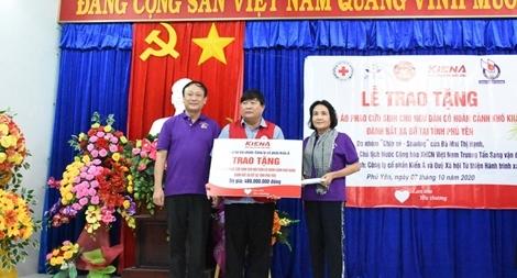 3.500 bộ phao cứu sinh tặng ngư dân miền Trung và chiến sĩ nhà giàn DK1